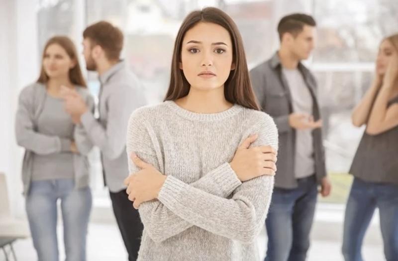 Šta je socijalna anksioznost, simptomi i lečenje socijalne fobije